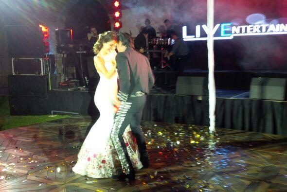 La pareja lució espectacular y motivó a todos los invitados para que tam...