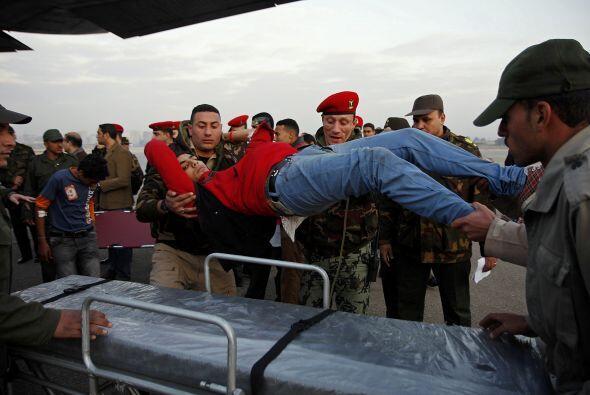Dos manifestantes heridos fueron evacuados del sector y fueron llevados...