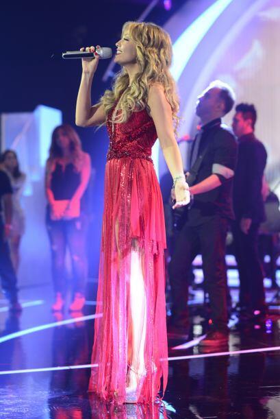 Thalía ensayando su número musical.