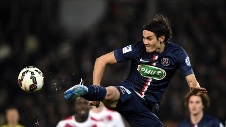 El delantero uruguayo anotó el primer gol del París en la clasificación...