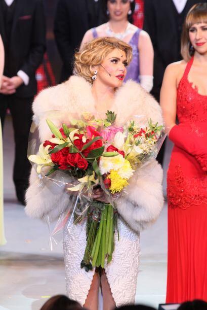 """Itatí Cantoral celebró las 100 representaciones de """"Mame, el musical""""."""
