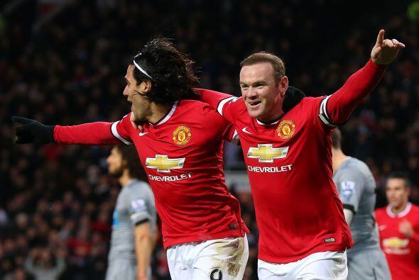 En Inglaterra los aficionados del Manchester United esperan que el equip...