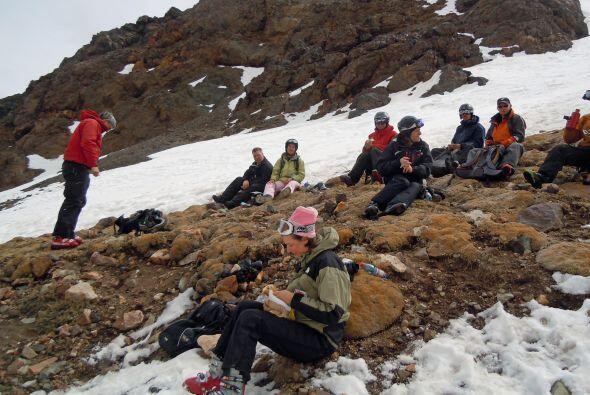Aventureros en el centro de esquí de El Arpa.