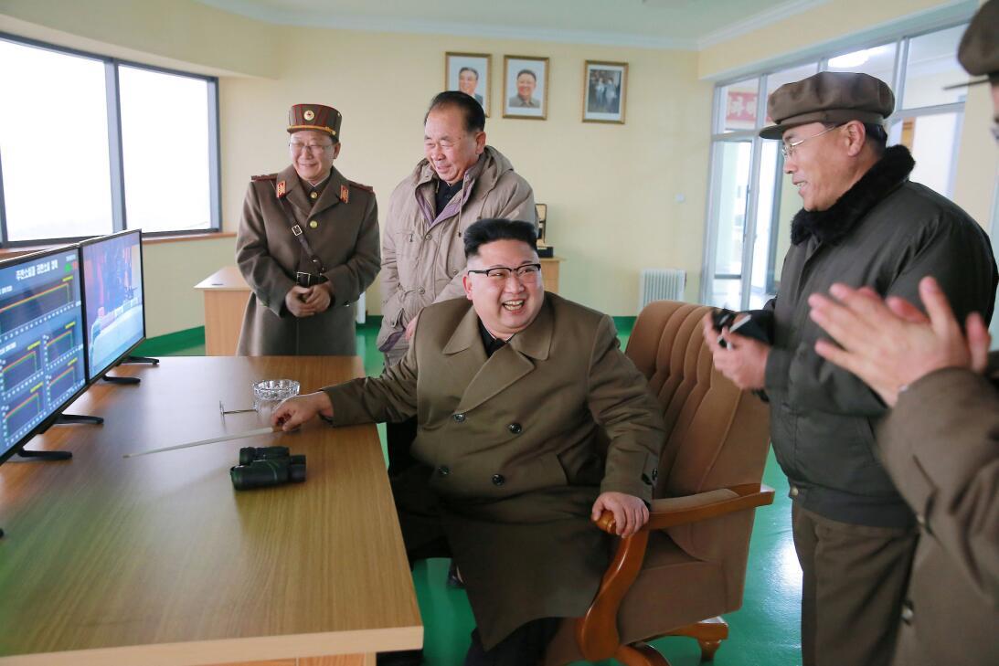 Corea del Norte responde a los mensajes de EEUU con una prueba de un mot...