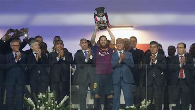 Lionel Messi superó a Iniesta en títulos oficiales con el Barcelona