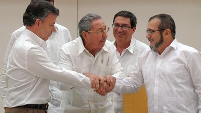 Santos y Timochenko acuerdan paz