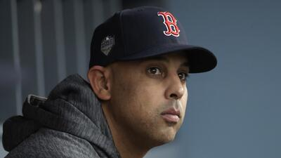Alex Cora, manager de los Red Sox, aún no se decide en ir a la Casa Blanca