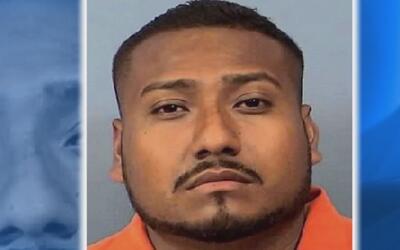 Detienen a un hombre latino acusado de apuñalar a su exnovia en Bensenville