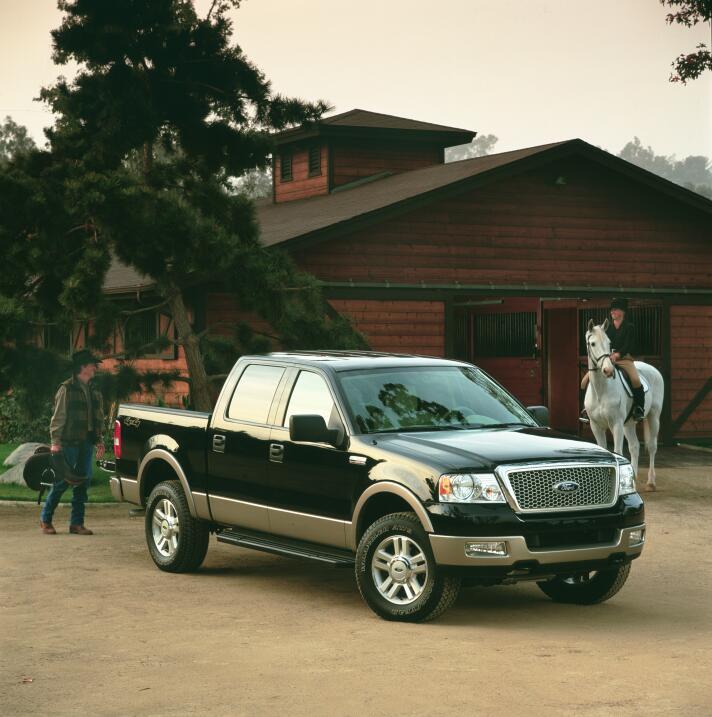 La camioneta pickup cumple su primer siglo 2004-Ford-F-150-pickup-truck-...