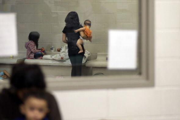 Es común también que lleguen mujeres con sus hijos pequeños.