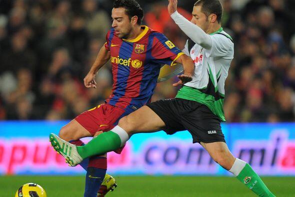 Xavi controló el medio campo, distribuyó la pelota y armo buenas jugadas.