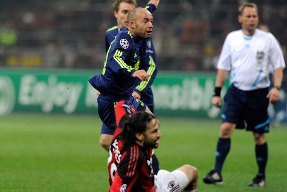 Ajax se metió al estadio del Milan ya sin opciones de seguir en l...