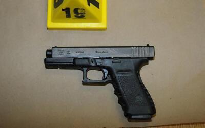 Esta pistola fue usada en la masacre de Sandy Hook, donde 20 niño...