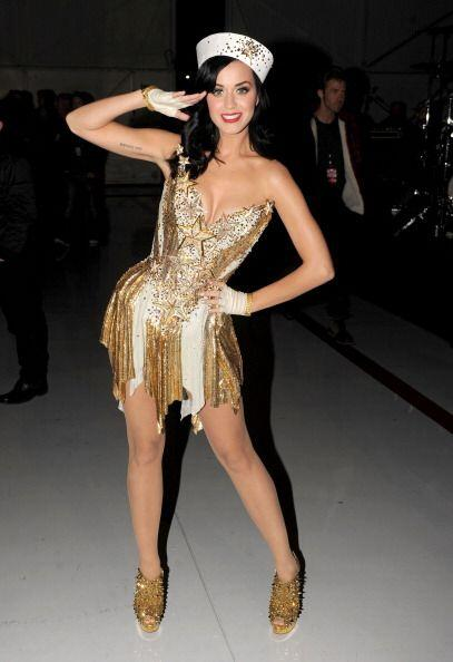 Katy Perry logra esas piernas perfectas cuidándolas de los cambios brusc...