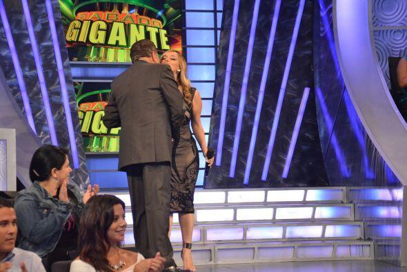 Rosie Rivera llegó a Sábado Gigante para participar como c...