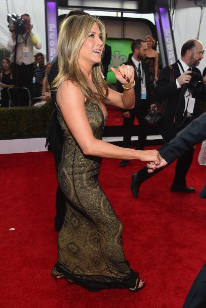 Jennifer recorriendo la alfombra roja.