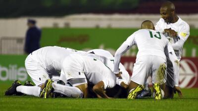 Argelia celebra su pase a la fase de grupos.