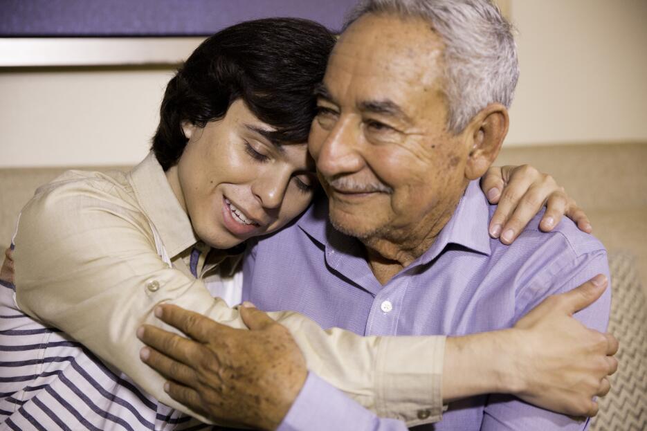 En fotos, el emotivo encuentro entre el hijo biológico de Juan Gabriel y...