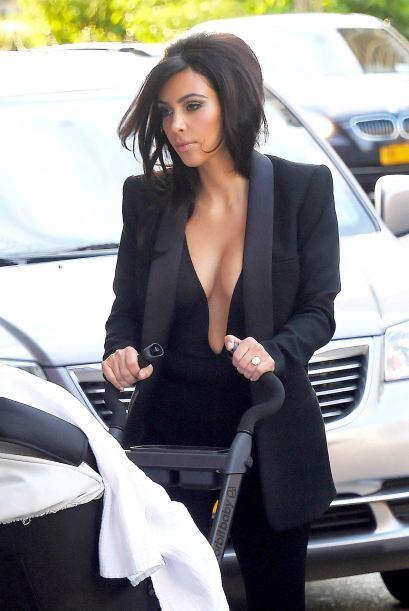Kim presumió sus curvas en un bikini blanco.Más videos de Chismes aquí.
