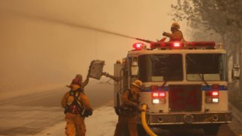 Incendio en Rancho Cucamonga incontrolable