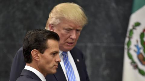 El presidente de México, Enrique Peña Nieto, invita al can...