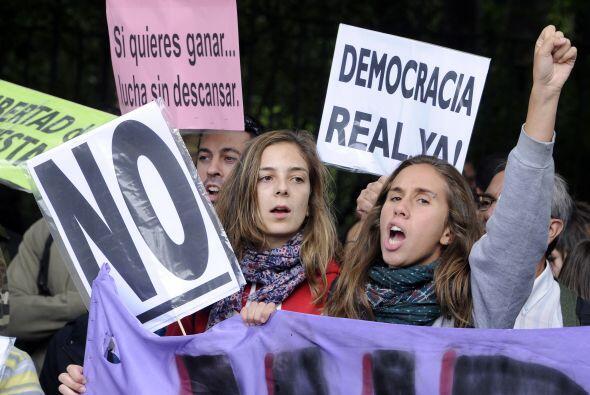 Los manifestantes exigen la disolución de las Cortes tras los duros reco...