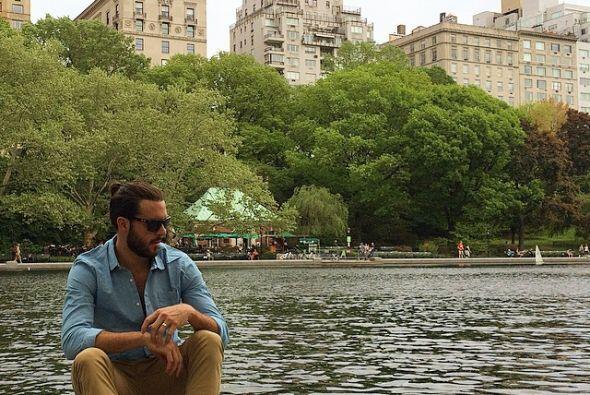 Pablo Lyle disfrutó de Manhattan antes de arreglarse para la fiesta.