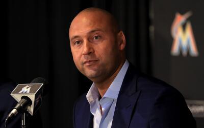El grupo de Derek Jeter cerró la compra de los Marlins en octubre...