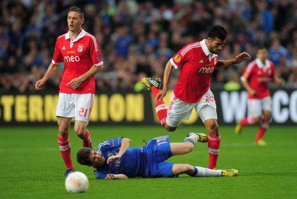 Así iban pasando los primeros minutos y un Benfica atrevido no abría el...