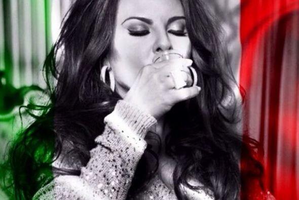 Kate del Castillo  Qué mejor manera de expresar el amor por México que p...