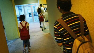 FBI advierte sobre consecuencias de falsas amenazas de violencia en escuelas y sitios públicos