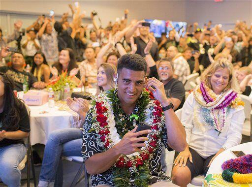 Marcus Mariota celebró desde Hawaii el ser la elección 2 global por part...