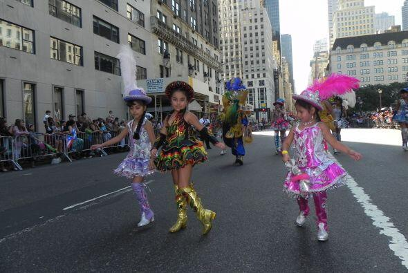 Los niños en el desfile de la Hispanidad ccd5df9e73f4427e975cbee63f5ff38...
