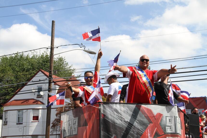 Celebra La X en el Desfile Dominicano en NJ IMG_1853.JPG