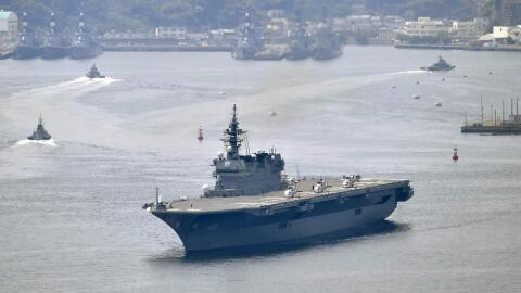 El buque de guerra japonés puede llevar hasta nueve helicópteros.