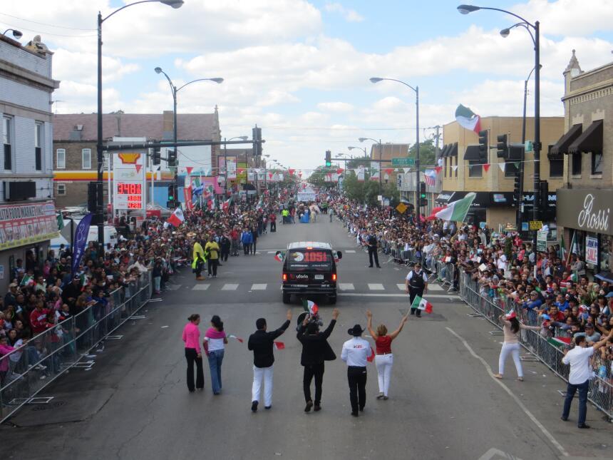Talento de Univision dijo presente en el Desfile de La Villita