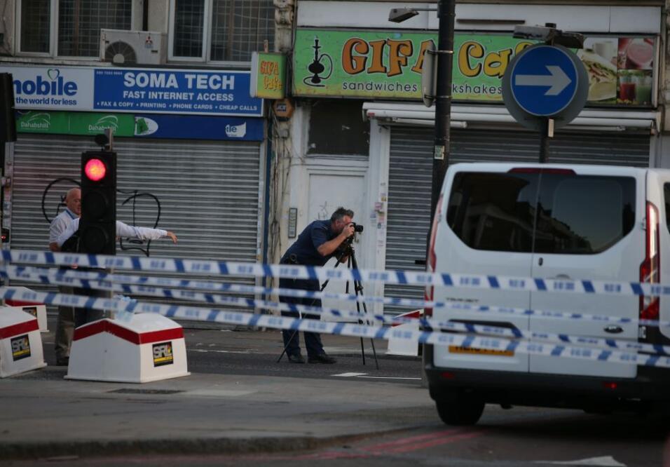 Un muerto y 10 heridos por un ataque con una furgoneta contra fieles que...
