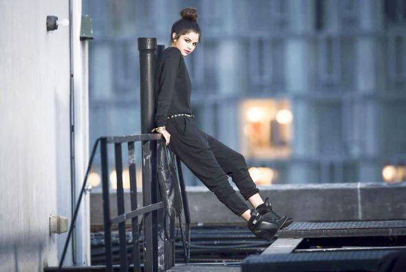 Como una diosa urbana, así es como lució Selena con algunas de las prendas.