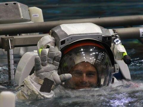 Reid Wiseman es un astronauta en su primer misión en el espacio y...