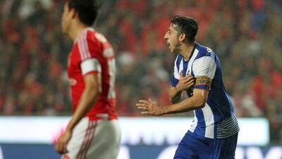 Dos goles, una asistencia y varios triunfos: así les ha ido a Herrera y Corona contra Benfica