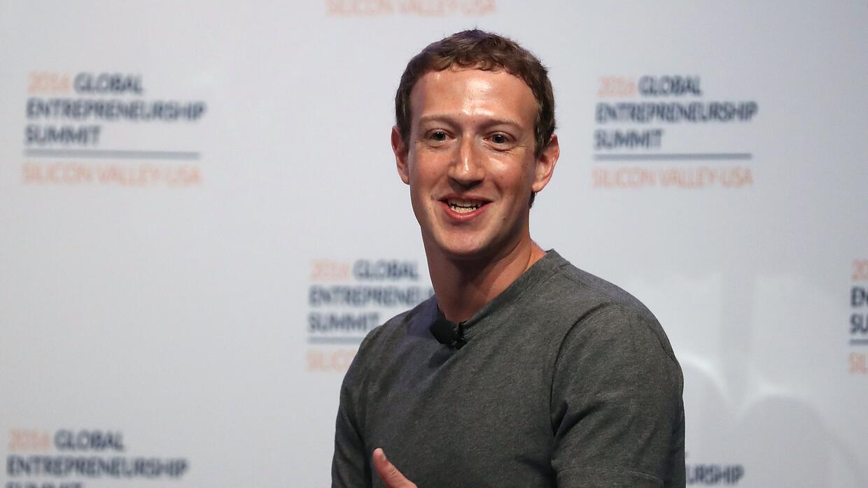"""Zuckerberg primero dijo que era """"una locura"""" pensar que las pu..."""