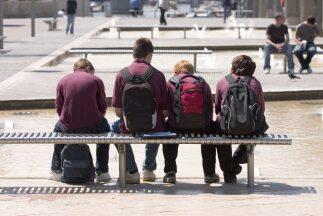 Los estudiantes que no van a la escuela regularmente tienen más posibili...