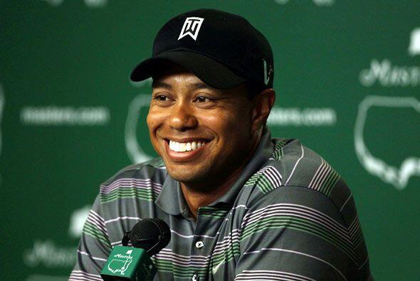 Al final con una sonrisa en el rostro terminó el primer día de Tiger Woo...