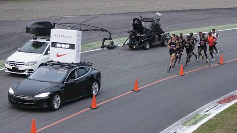 Los maratonistas fueron apoyados por liebres en forma de relevos.