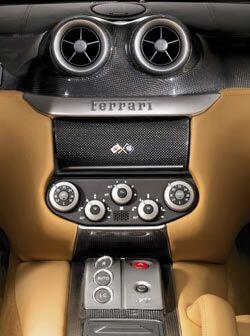 El Ferrari 599 GTB también se beneficia de una enorme lista de opciones...