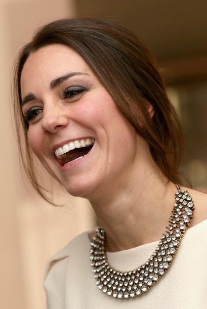 Kate Middleton sabe bien cómo hacer que todos la volteen a ver.