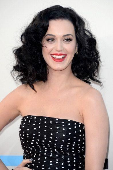 Para 2013, esta talentosa cantante decidió que un clásico color negro en...