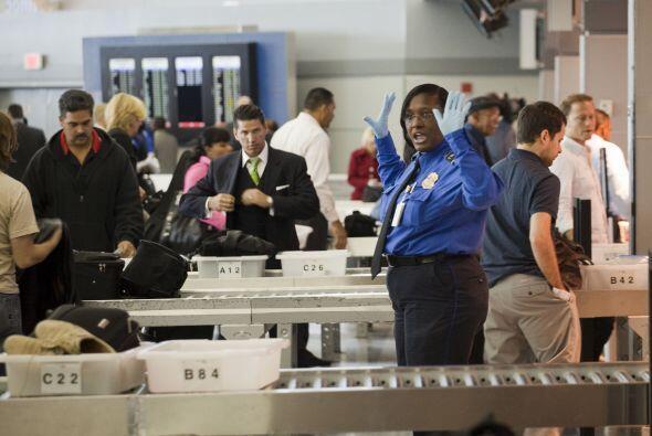 Se espera que millones de estadounidenses y visitantes abarroten los aer...