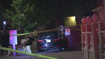 Investigan el asesinato de un hombre hispano dentro de un vehículo en El Bronx