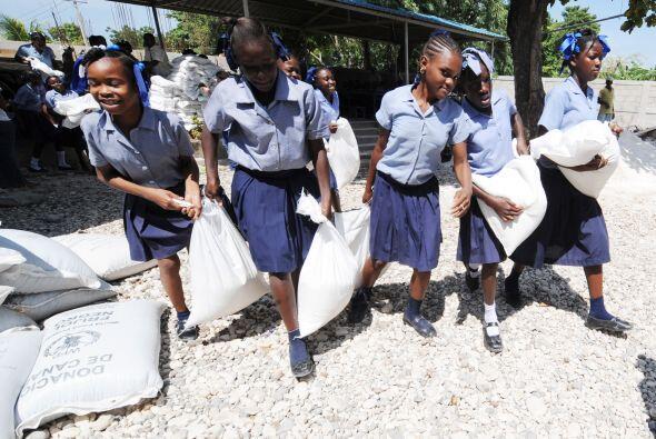 La Unicef distribuyó textos y uniformes para millares de escolares prove...